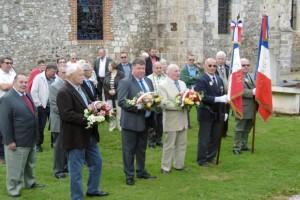 Dépôt de gerbes sur les tombes des soldats du Commonwealth